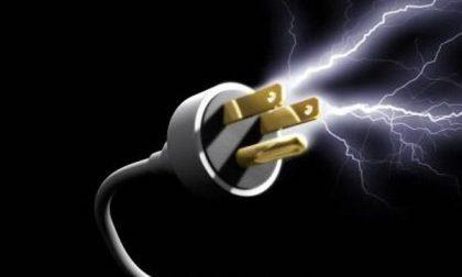 Alla sbarra accusata di rubare energia elettrica