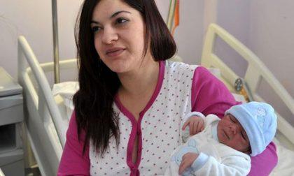 Fiocco azzurro per il primo nato del 2015 a Novara: è nato Luca
