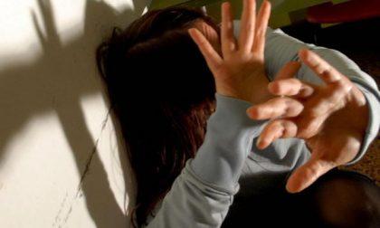 Giovane a processo per maltrattamenti e tentata violenza sessuale
