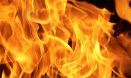 Revislate: fiamme da un tetto