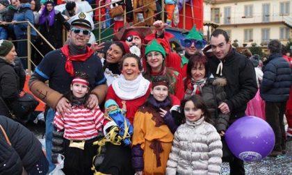 Carnevale a Oleggio, tutti alla sfilata nonostante il vento freddo (FOTOGALLERY)