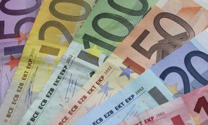 Restauratore trova 25mila euro nel mobile e li restituisce subito alla (ignara) cliente