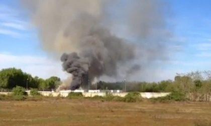 Agognate: a fuoco quattro container nell'area che ospita il campo nomadi (video)