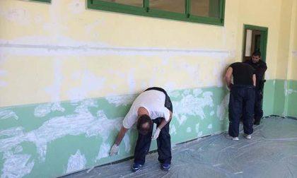 I detenuti tinteggiano la scuola primaria Rodari (FOTOGALLERY)