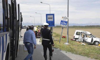 Incidente lungo la sp 299 a Cesto: coinvolti bus con a bordo ragazzini e un'auto