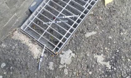 Via Frasconi: sei siringhe abbandonate all'angolo con via Scavini
