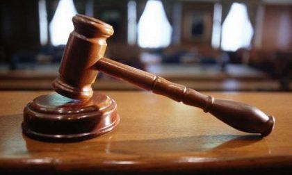 Alla sbarra per violenza privata, resistenza e lesioni: giovane condannato solo per le lesioni