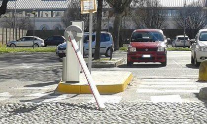 Bloccata la sbarra del parcheggio di via Perrone sabato mattina