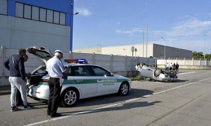 Caltignaga: incidente con auto rovesciata