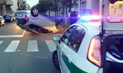 Incidente in viale Volta: auto rovesciata