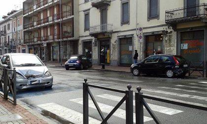 Scontro tra più auto in corso Milano