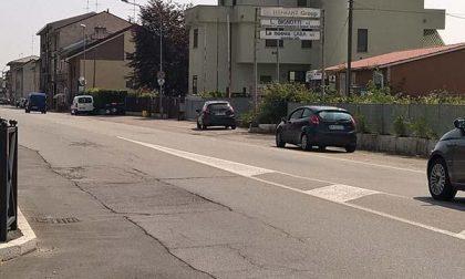 Viabilità pericolosa in via Novara a Pernate