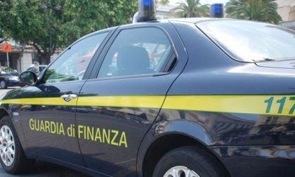 A Maggiora: Gdf sequestra 1000 capi d'abbigliamento con marchi contraffatti
