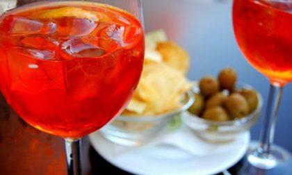 Novara bar chiuso: all'interno beccati 11 clienti fra spritz e birre
