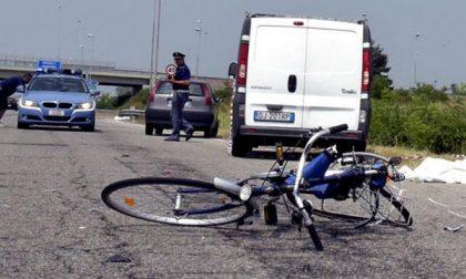 Ciclista perde la vita in un incidente lungo l'ex statale 11