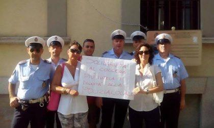 Manifestazione della Polizia locale davanti al Comune per esprimere solidarietà ai colleghi feriti
