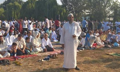 Preghiera di fine Ramadan nel parcheggio dell'ex Sporting