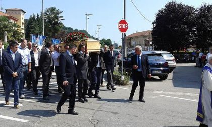 Una folla per l'ultimo saluto a Mario Cavanna