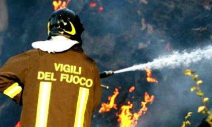 Borgolavezzaro: incendio in un capannone con materiale plastico