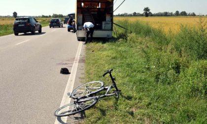 Pagliate: ciclista contro un furgone