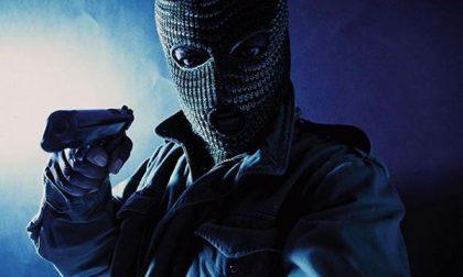 Uomo rapinato dopo aver prelevato dei contanti