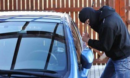 Ladri in azione in un parcheggio di via Casorati