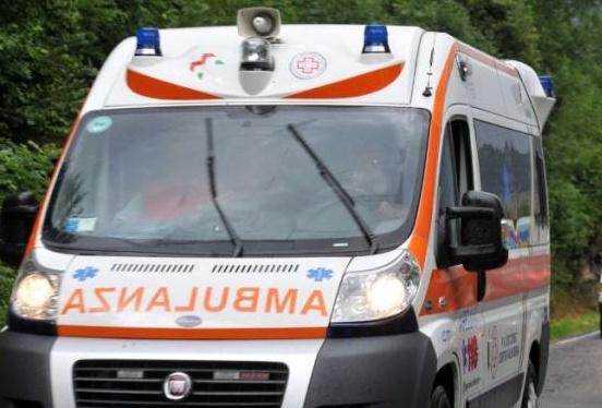 Tragedia in piazza a Nebbiuno: donna muore investita da un'auto