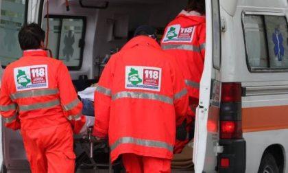 Incidente sul lavoro a Cameri: gamba schiacciata per un operaio