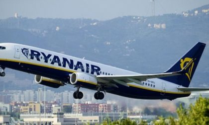 Ryanair mette fine al bagaglio a mano gratuito