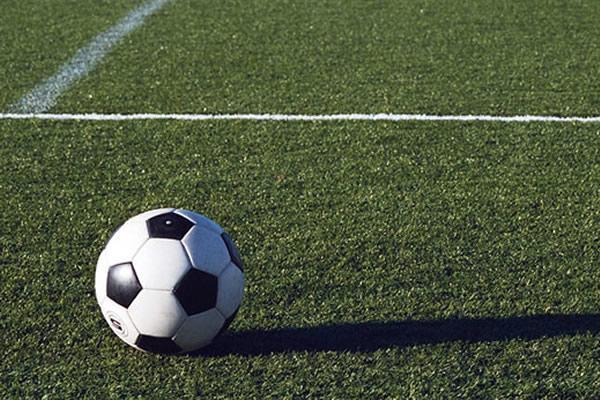 Giovane calciatore picchiato da tre avversari