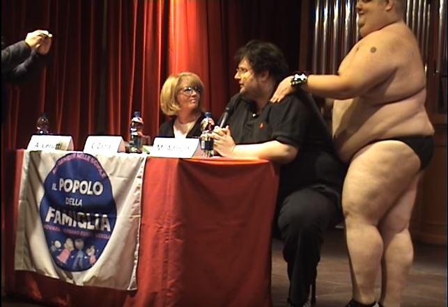 Adinolfi molestato sessualmente a Novara VIDEO