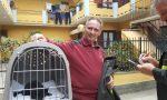 Gattino salvato da un tetto di una casa disabitata
