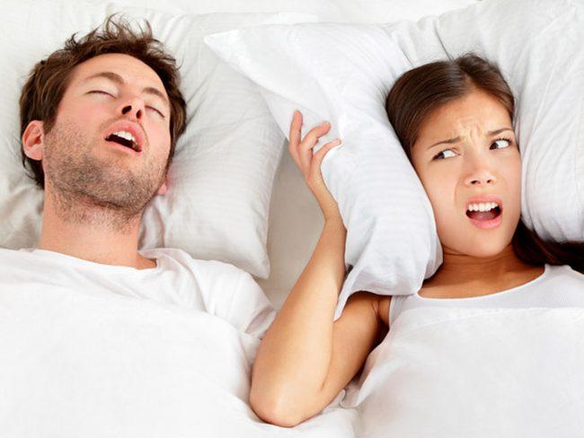 Consigli per non russare più durante il sonno