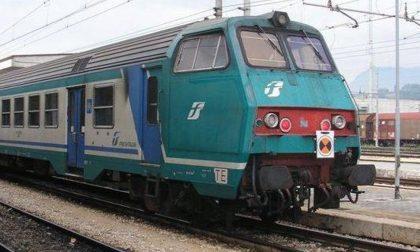 Soppresso Treno Arona Novara: centinaia di viaggiatori a piedi