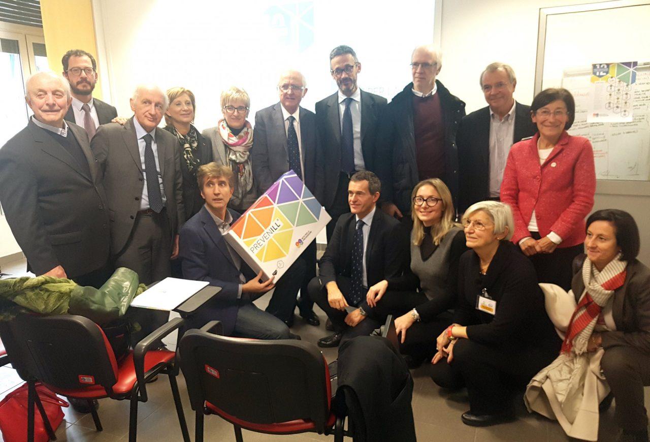 Foto gruppo dei partner della Rete e Davide Occhipinti con Giuseppina Gambaro di Lilt Novara