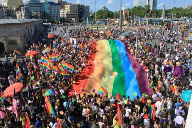 Gay pride, per il 2018 l'appuntamento è a Pompei
