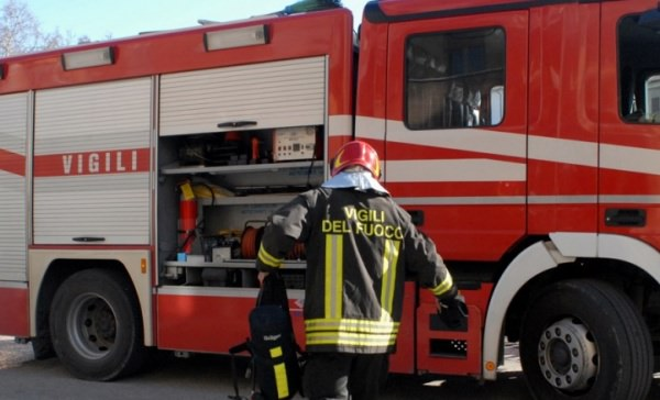 Muore in casa: trovata dai pompieri di Borgomanero