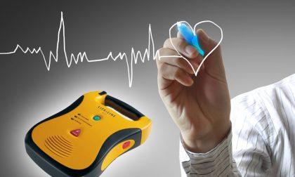 Novara la Cri dona un defibrillatore alla polizia di stato