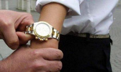 Novara beccato a vendere orologi falsi: 5mila euro di multa