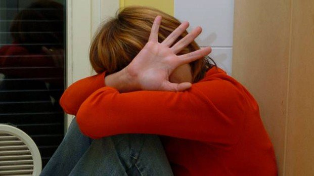 Alessandria : Professoressa legata a una sedia e presa a calci in classe