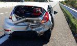 Tragedia sfiorata sulla A26: camion perde blocchi di cemento su due auto