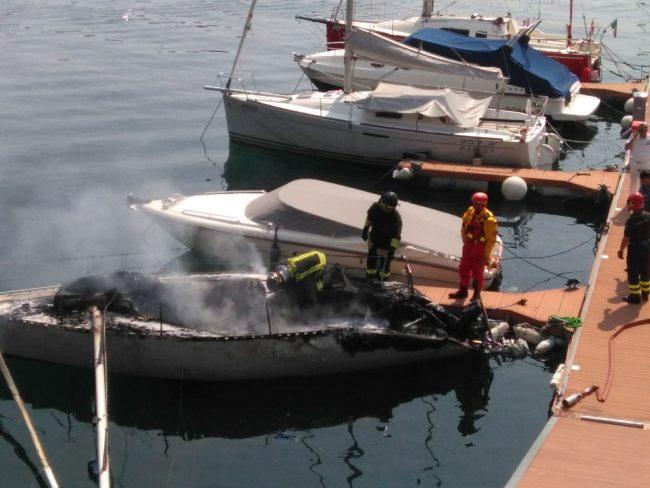 La protesta dei pompieri Conapo: mezzi inadeguati sul lago