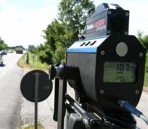 A 242 chilometri all'ora sull'A5 in Val d'Aosta: multa record e patente ritirata