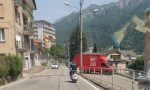Poliziotto senza casco in Vespa, arriva la multa e il fermo del mezzo