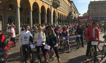 Campagna Nastro rosa, in 250 in bici e di corsa per dire no al tumore al seno FOTOGALLERY