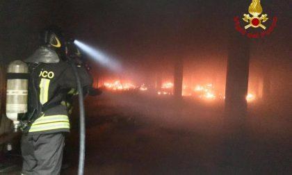Panico Novara fiamme da un fabbricato