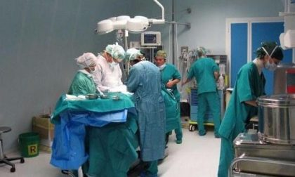 Cisti ovarica di 8 chili asportata all'ospedale di Borgosesia