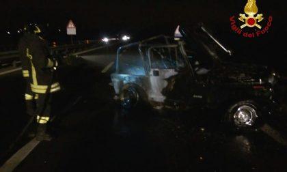 Novara incidente in tangenziale: auto a gpl prende fuoco