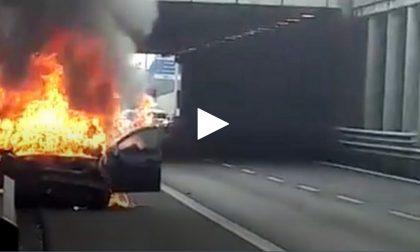 Auto prende fuoco in Tangenziale Est: un morto VIDEO