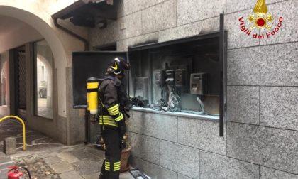 Arona, vano contatori prende fuoco nella centrale via Cavour